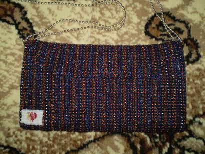 Вот снова мои работы из бисера))Эту сумочку я делала почти 2 месяца, по 2-3 часа в день.