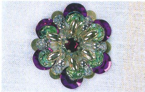 Различные объемные цветочки из пайеток и бисера.  Продолжаем тему вышивки бисером и пайетками.