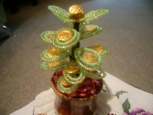 денежное дерево из бисера фото - О том, как плести бисером.